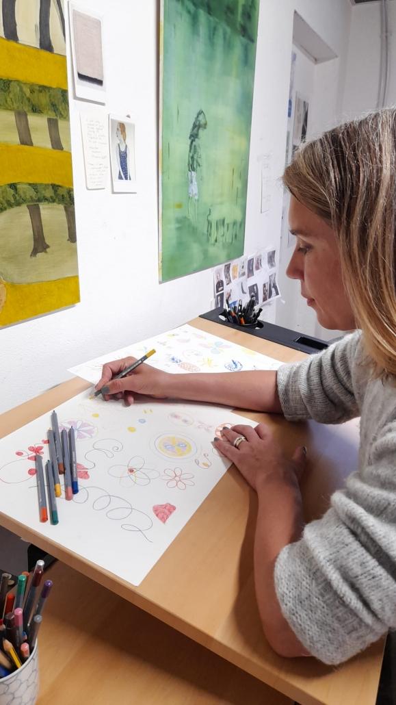 Karin Eklund an ihrem Arbeitsplatz in Cambridge
